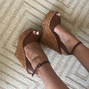 Brown studio F Colombian wedges 😍